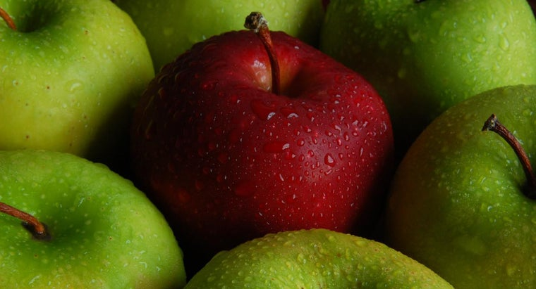What Varieties of Apples Are Good for Making Pies?