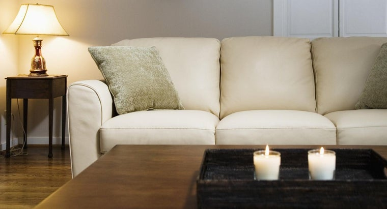 What Wattage of Bulb Is Needed for a Living Room Lamp?