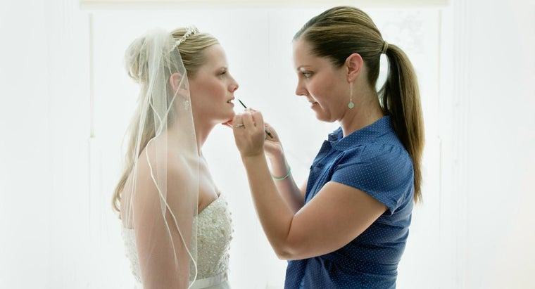 What Is a Wedding Makeup Artist?
