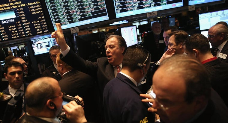 What Were the Starting and Ending Figures for the 2014 Dow Jones Stock Market?