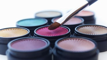 What Color Eye Shadow Should I Wear?