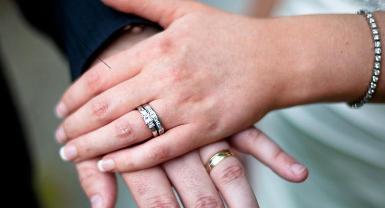What Is the Proper Way to Wear a Wedding Ring Set?