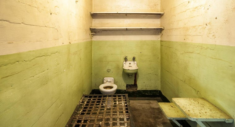 what is the average size of a prison cell reference com