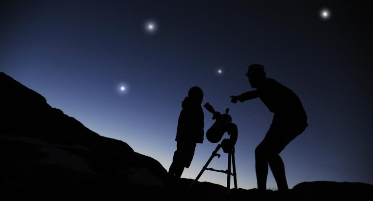"""Why Does Carl Sagan Say That We Are """"star Stuff""""?"""
