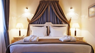 what are the dimensions of a queen size headboard. Black Bedroom Furniture Sets. Home Design Ideas