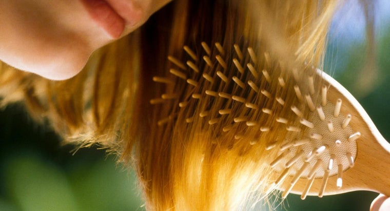 Is a Wooden Hairbrush Better to Use Than a Plastic Hairbrush?
