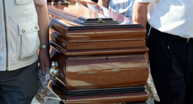 What to Write in Thank You Notes to Pallbearers?