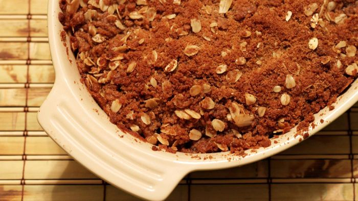 What Is a Good Recipe for Apple Crisp Topping?