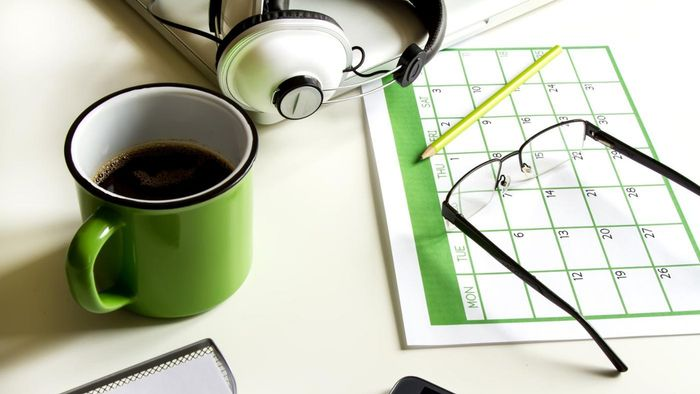 How Do You Organize a Monthly Planner?