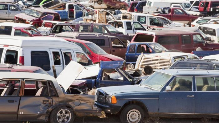 How do you find cheap salvage cars for sale?