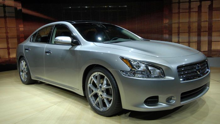 What Are the Main Features of the 2015 Nissan Maxima?