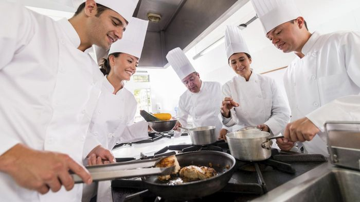 How Do You Choose a Cooking School?