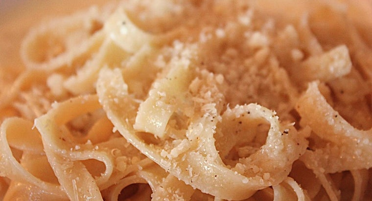 What Is a Recipe for Fettucini Alfredo That Uses Cream Cheese?