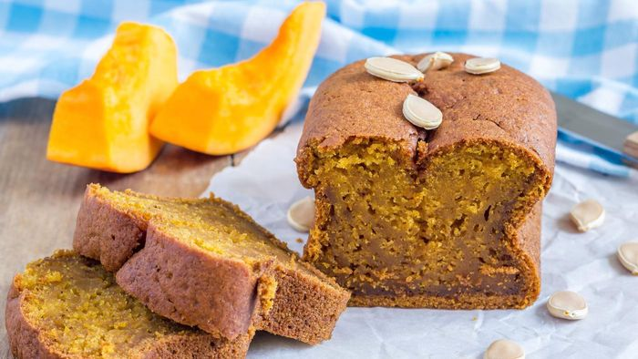 What is an easy recipe for pumpkin spice cake?