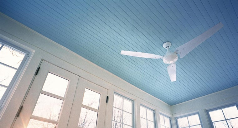 What Are the Correct Ceiling Fan Directions for Summer and Winter?