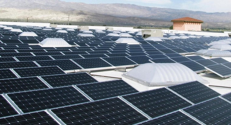 How Are Solar Panel Holding Batteries Connected?