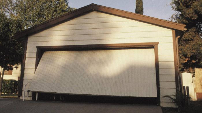 What Are Some Good Paints for Garage Doors?