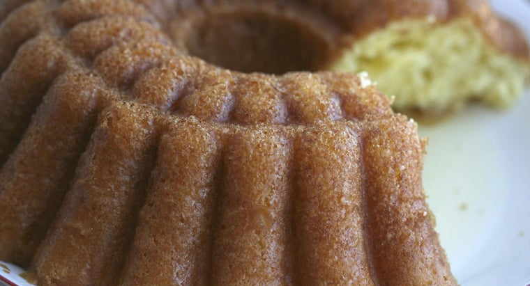 What Is an Easy Recipe for Rum Cake?