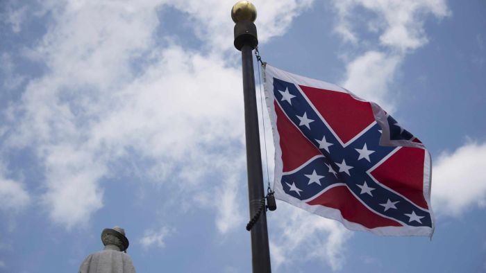 What are some historical facts about the Confederate flag?