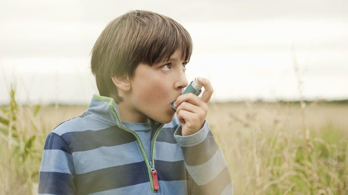 What is asthma exacerbation and how can it best be managed in an emergency?