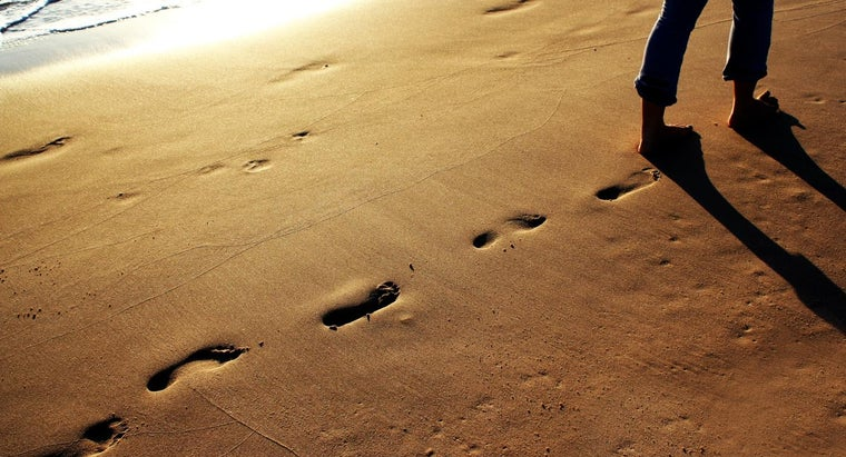 """Is the Poem, """"Footprints in the Sand"""" Based on a True Event?"""