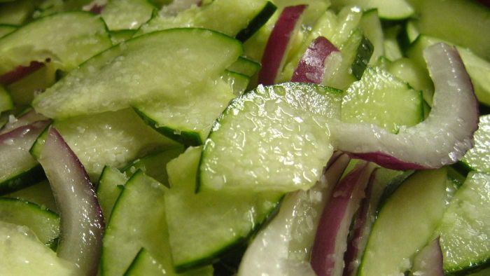 What Are Some Simple Cucumber Salad Recipes?