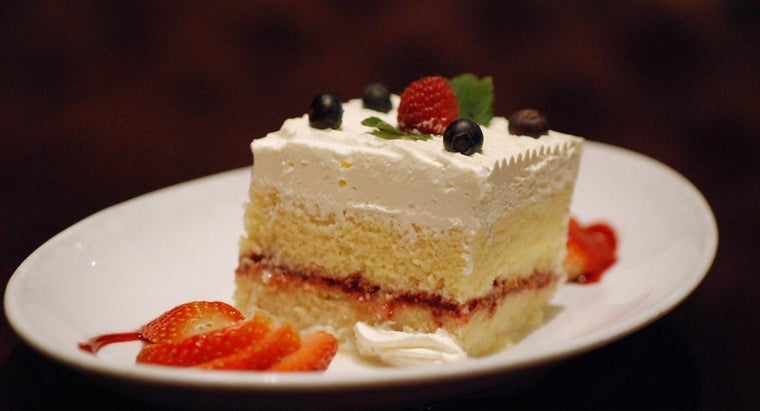 What Are Some Good Recipes for Tres Leches Cake?
