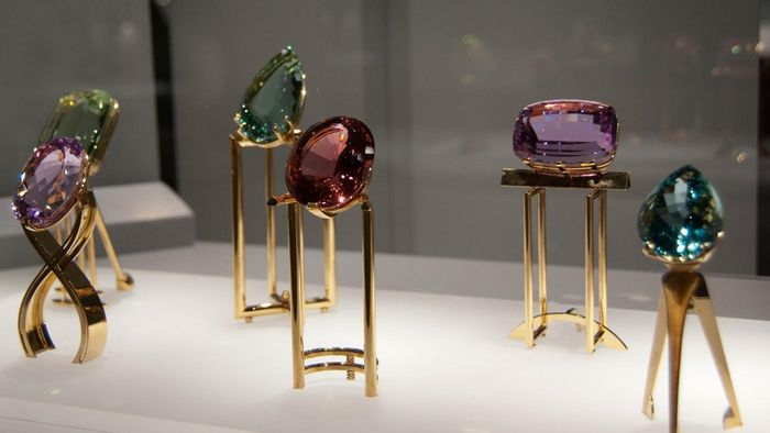 What are the birthstone colors?