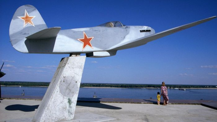 What Are Some Examples of Russian Fighter Jet Models?