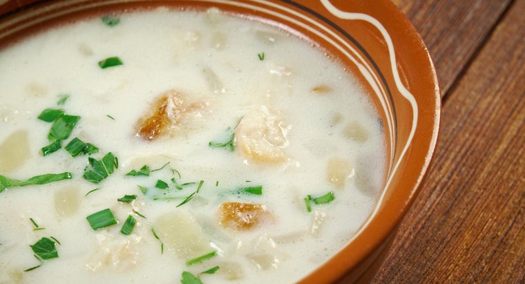 What Is a Good Recipe for New England Clam Chowder?