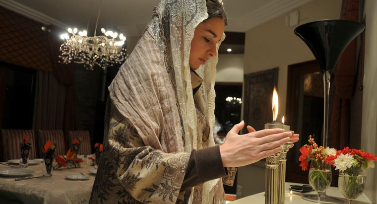 What Are Some Blessings for the Shabbat Candle Lighting?