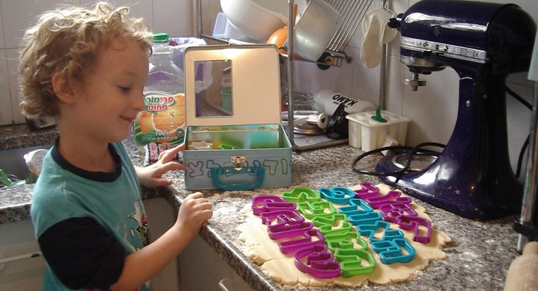 What Are Some Easy Baking Recipes for Kids?