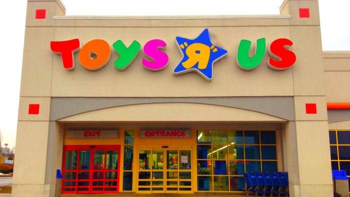 What Is the Closing Time for Toys R Us?