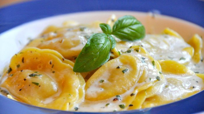 What Are Some Good Recipes for Ravioli Cream Sauce?