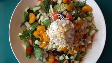 What Are the Ingredients in a Hawaiian Salad?