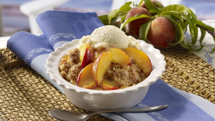 What Is an Easy Recipe for Peach Cobber That Uses Bisquick?