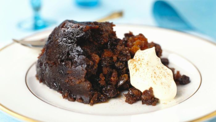 What is a recipe for an old fashioned plum pudding?
