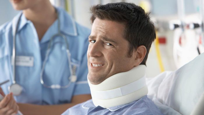 What Are Some Signs of a Neck Injury?