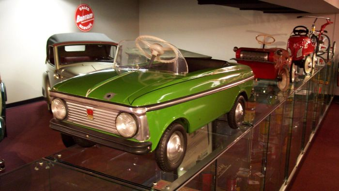 What Characteristics Should You Feature When Listing a Vintage Pedal Car for Sale?