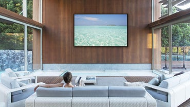What Is the Difference Between a Smart TV and a Regular TV?