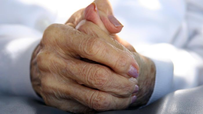 How does arthritis treatment work on hands and wrists?