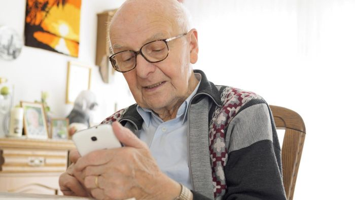What Are Some Cell Phone Options for Elderly People?