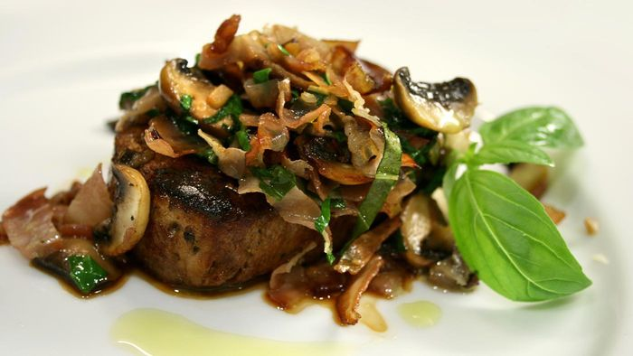 Do All Recipes for Swiss Steak Include Mushrooms?