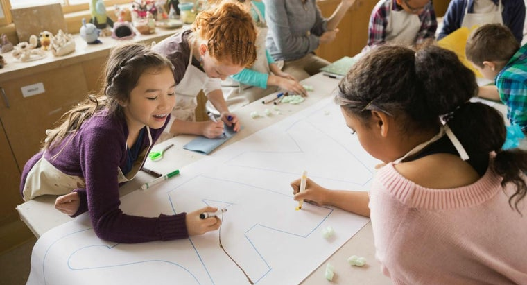 What Is a Good Idea for a School Art Fundraiser?