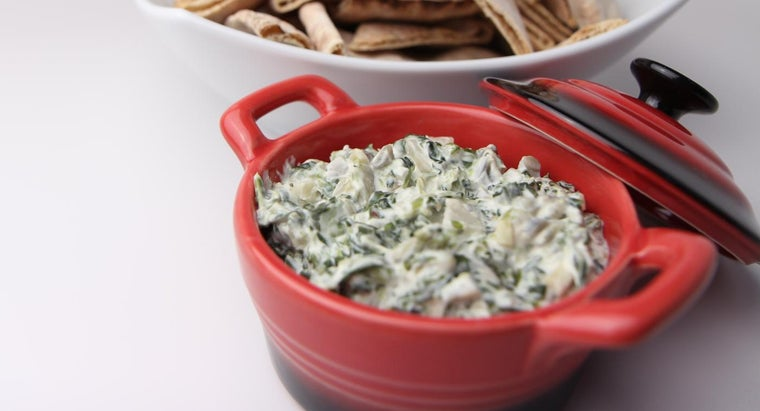 What Is a Simple Spinach Dip Recipe?