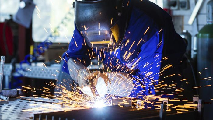 How Do You Find Jobs With Welding Companies?