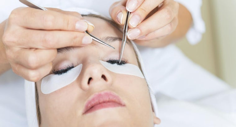 How Are Permanent Eyelash Extensions Applied?