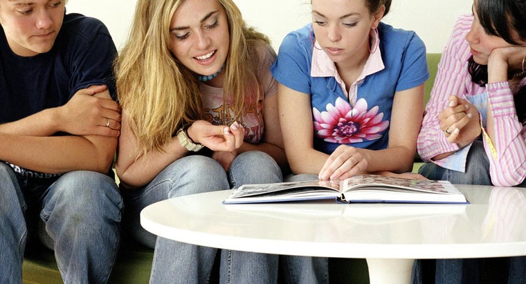 Are Most Schools Starting to Use an Online School Yearbook?