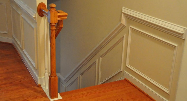 What Are Some Different Types of Wainscoting Patterns?