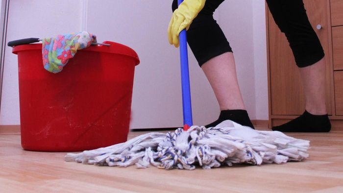 How Do You Mop Laminate Floors?